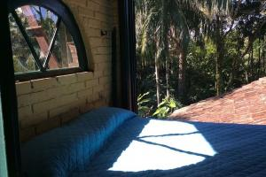 pousada das palmeiras florianopolis bangalo rustico quarto com janela grande