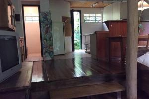 pousada das palmeiras florianopolis bangalo rustico sala e cozinha amplas e integradas