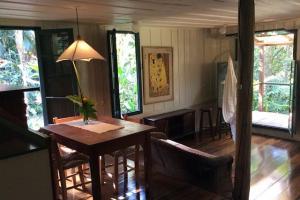 pousada das palmeiras florianopolis bangalo rustico vista geral da sala